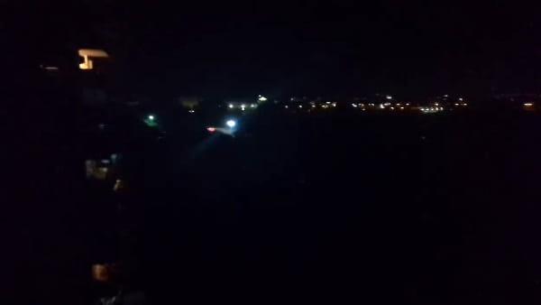 Via Marzabotto al buio, parte del quartiere Cospea senza i lampioni